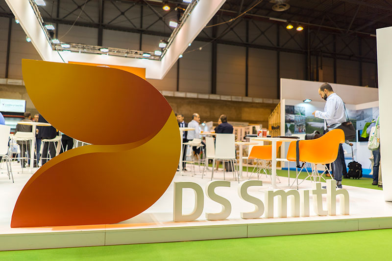 Logotipo corporeo en stand de DS Smith