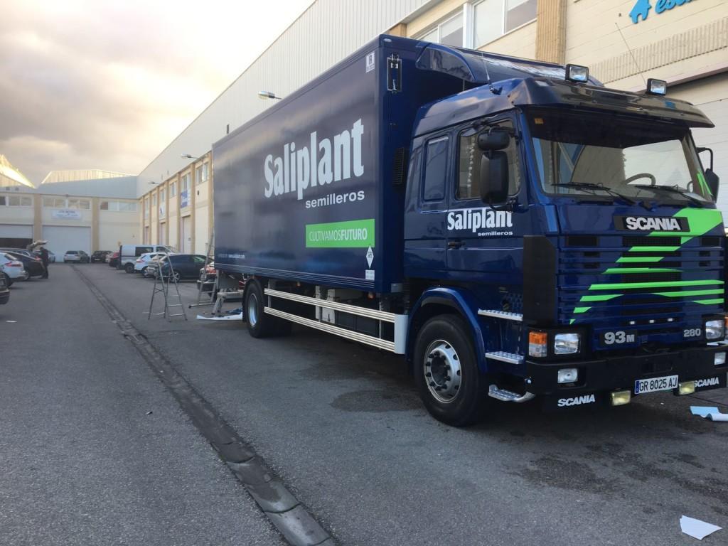 camión rotulado con vinilo saliplant