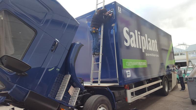 Impresión y rotulación de camión con vinilos corporativos